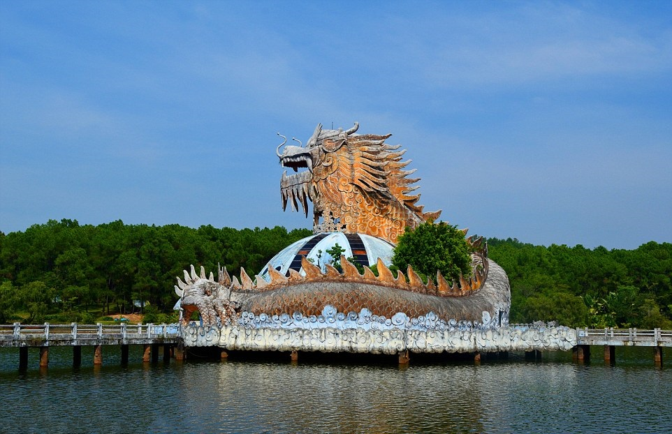 EXPLORE THE CREEPY ABANDONED THUY TIEN WATER PARK