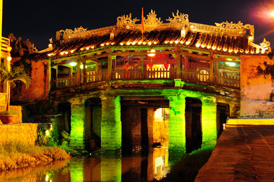 DO YOU KNOW THE HIDDEN FACTS OF HOI AN JAPANESE BRIDGE