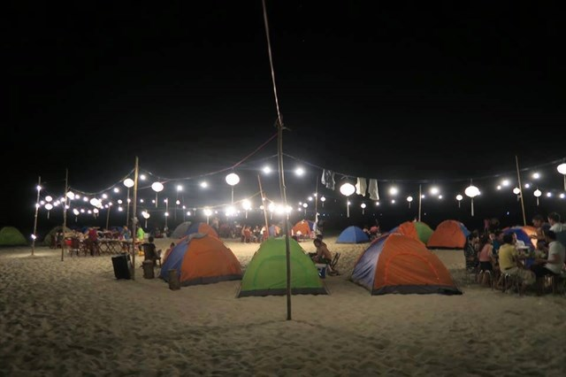 Overnight in Canh Duong beach camp